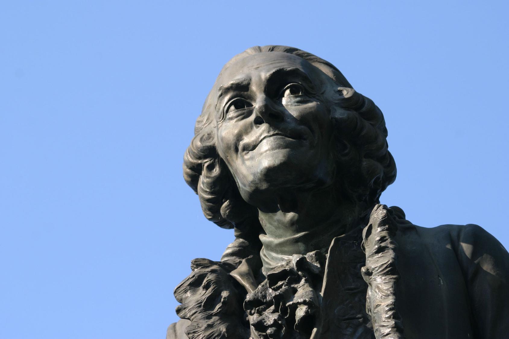 Estatua Voltaire