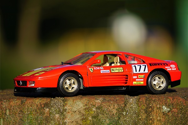 Hijo pide un Ferrari