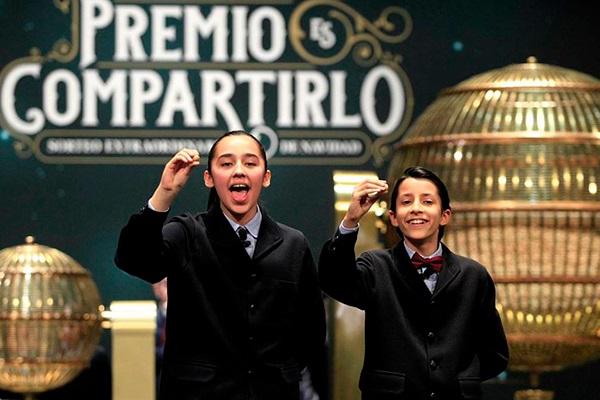 Niños de San Ildefonso cantandos