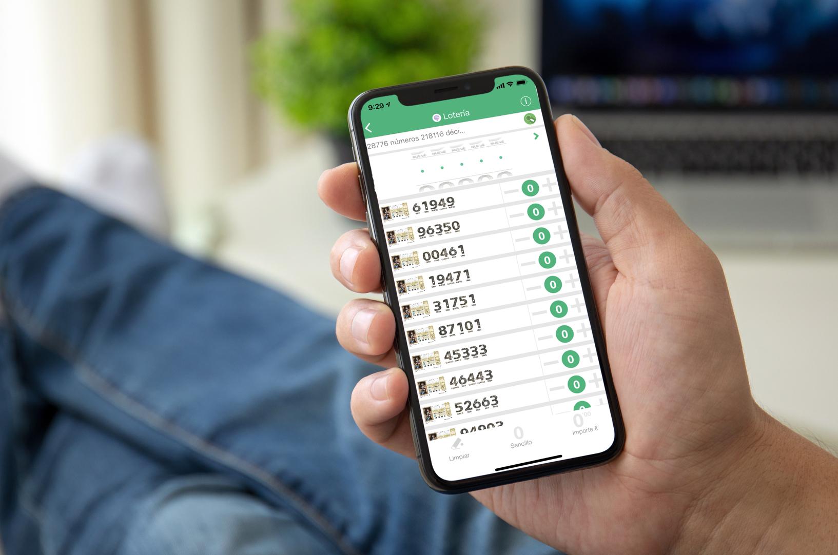 Compradores buscan números de lotería