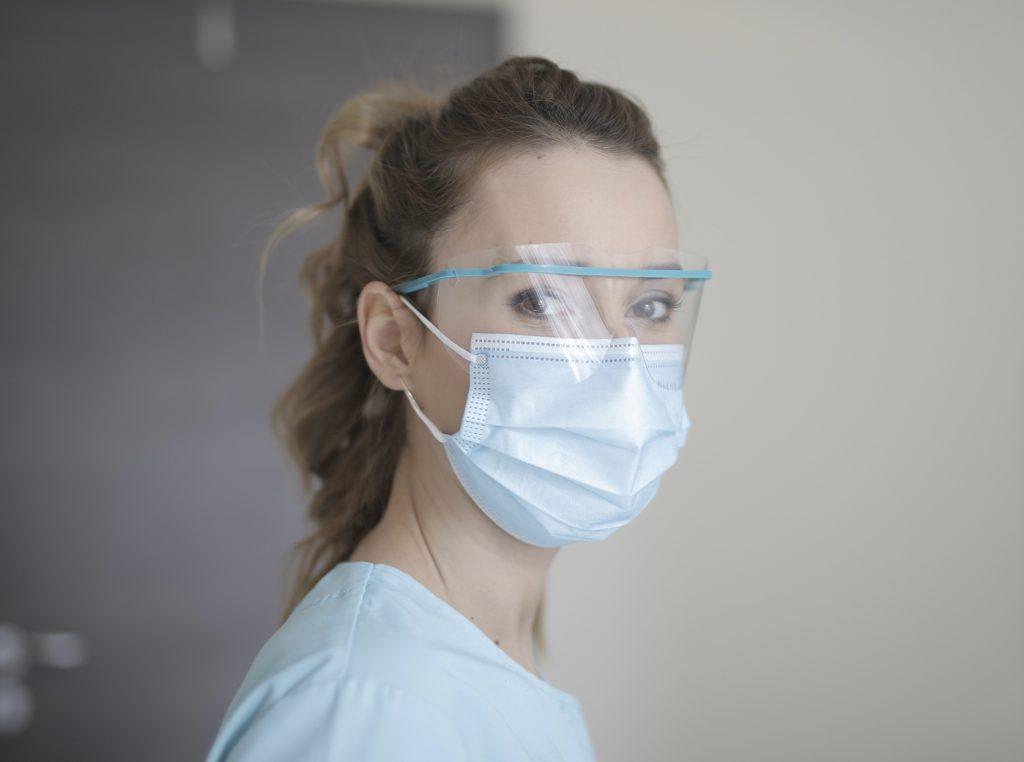 Enfermera de una unidad de Covid-19 gana un millón de dólares